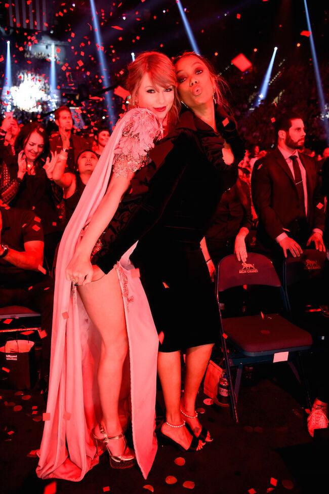 Taylor Swift, Tyra Banks, Billboard Music Awards