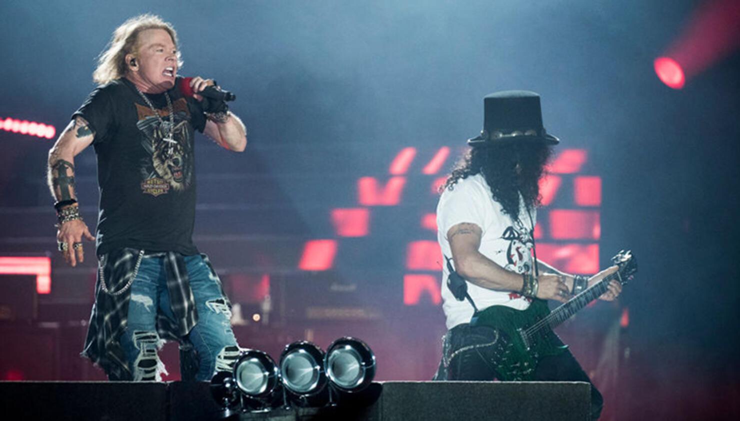 """Guns N' Roses Perform Velvet Revolver's """"Slither"""" in Berlin"""