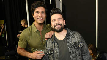 WAVE Feed - 11 Favorite Guys At The 2018 CMT Music Awards