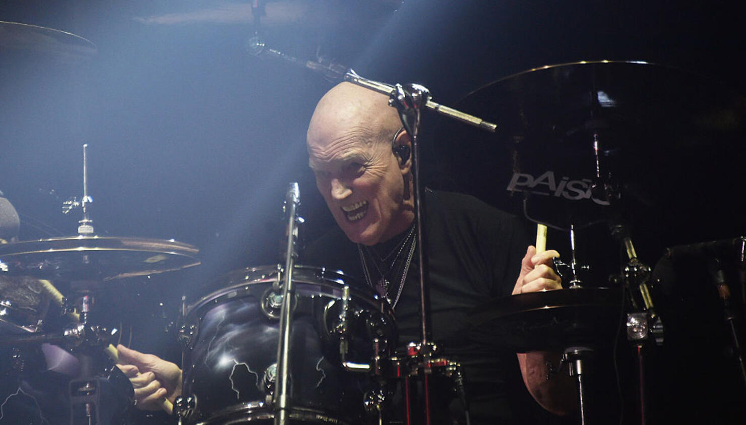 """Chris Slade Says Axl Rose """"Fired Up"""" AC/DC"""