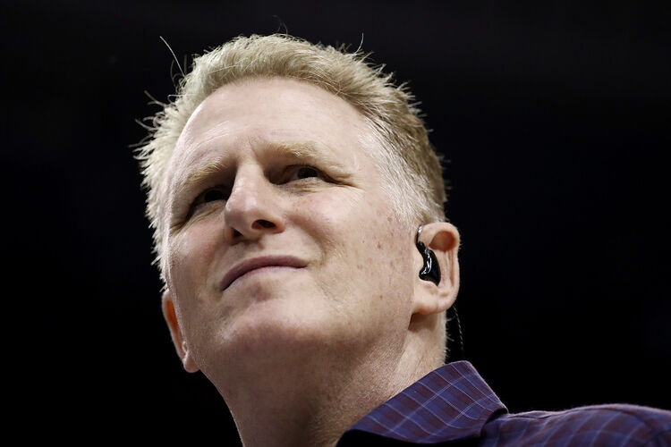 Michael Rapaport stops man from opening emergency door mid-flight