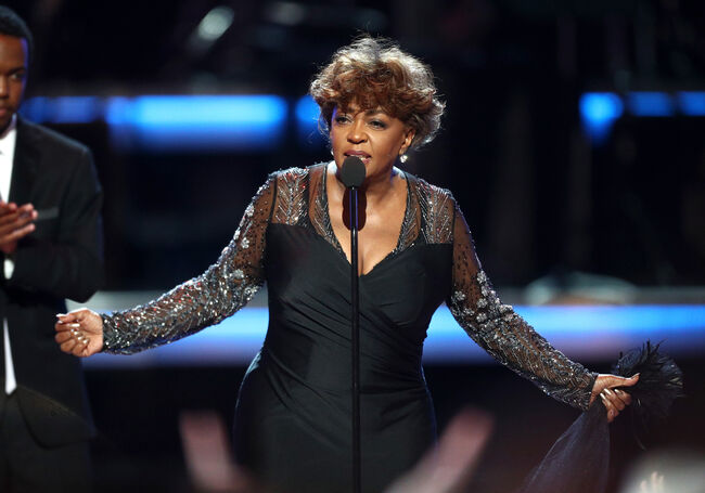 Anita Baker at the 2018 BET Awards receiving the Lifetime Achievement Award.