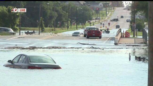 Flooding at 33rd and Hubble in Des Moines. Photo WHO TV