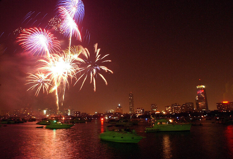 Fireworks explode over the Charles River July 4, 2003 in Boston, Massachusetts. The Boston fireworks display was chosen to be taped and broadcast to American's overseas this 4th of July. More than a half-million people came out to take in the show. (Photo by Jessica Rinaldi/Getty Images)
