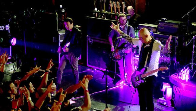"""Smashing Pumpkins Plays """"Stairway"""" in First Reunion Tour Set"""