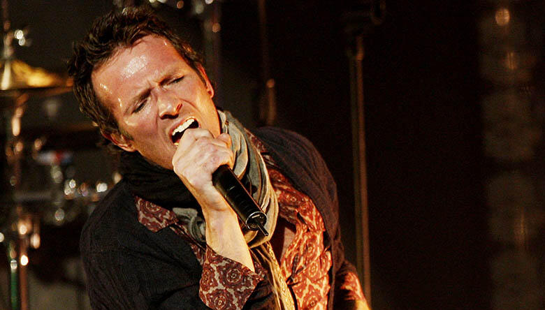 Scott Weiland's Scarf Is for Sale on eBay