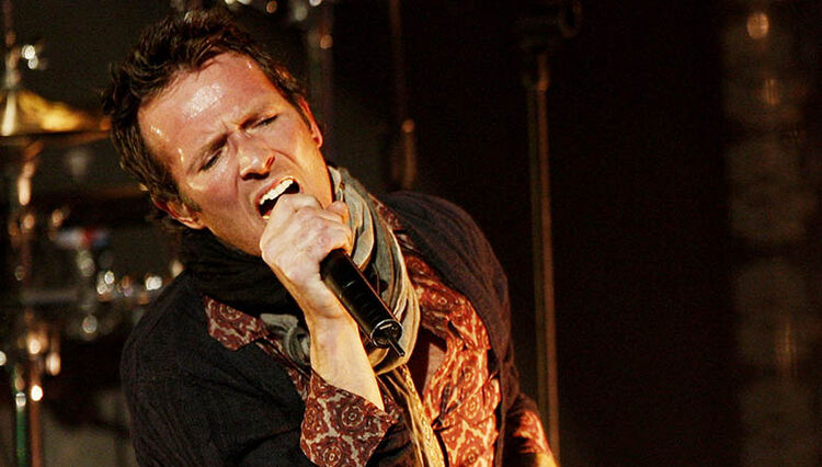 Scott Weiland's Scarf Hits Auction on eBay