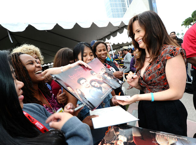 Actress Elizabeth Reaser shows up at Comic Con Early to sign autographs