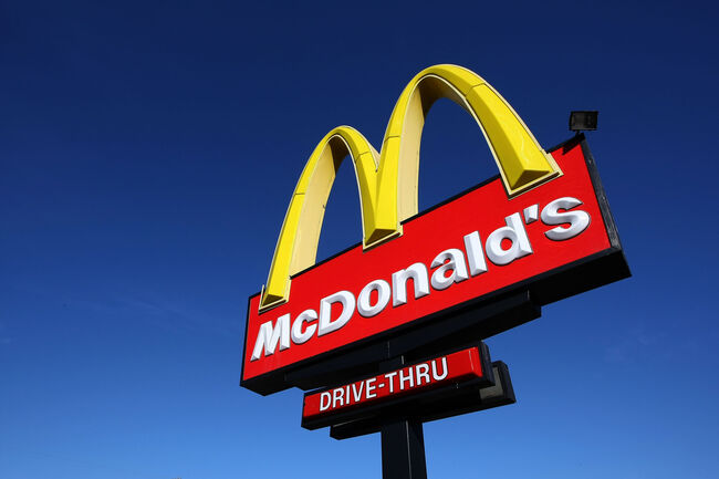 mcdonalds employee caught on camera discussing personal life