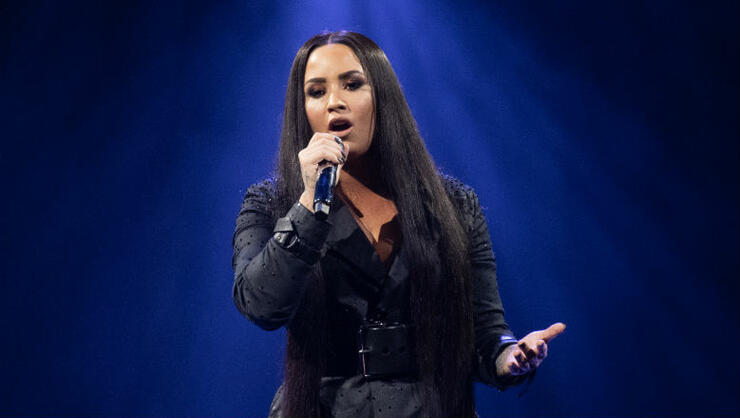 Demi Lovato's Nude Photos Leaked Online After Her Snapchat Was Hacked | iHeartRadio