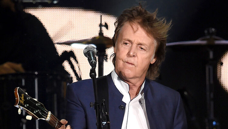 Paul McCartney Scolds Audience for Smartphone Use