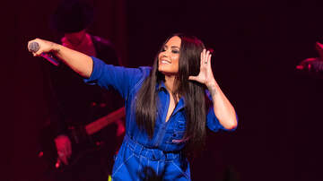 Most Requested Live - Best of the Web - Demi Lovato Fans Held An Impromptu Concert In Place Of Her Performance