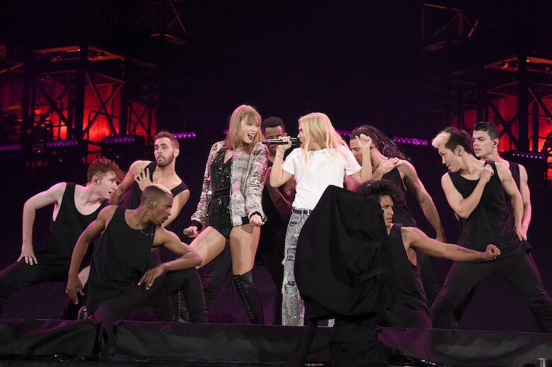 "Taylor Swift & Hayley Kiyoko Perform ""Curious"" at Foxborough Show"