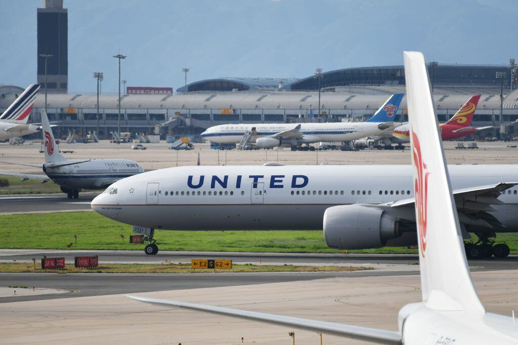 United Airlines pilot accused of sharing nude photos of flight attendant