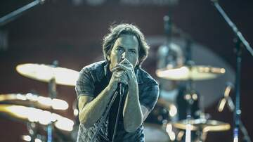 Rock News - Eddie Vedder Reunites With Dutch Woman He Met 27 Years Ago