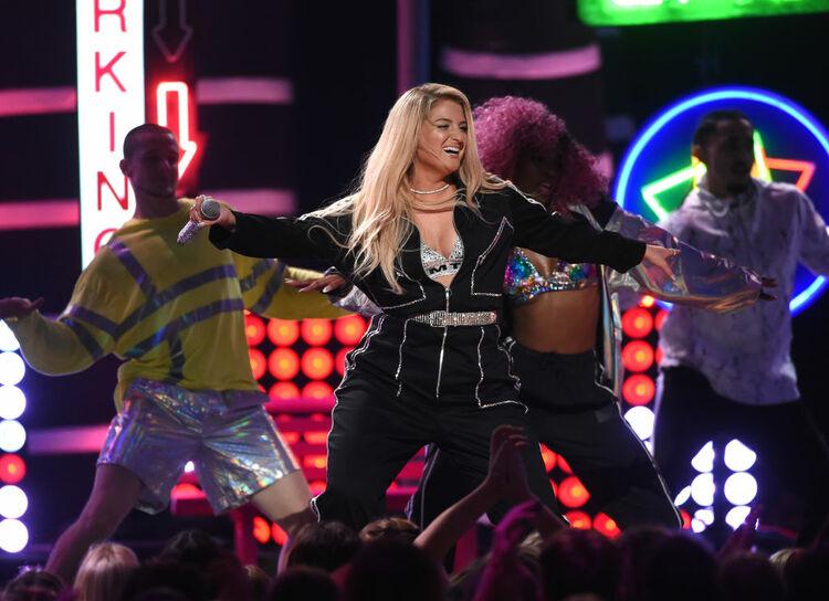 Meghan Trainor Performs at Teen Choice Awards