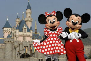 You Can Watch Disneyland Show While Eating A 7-Course Dinner