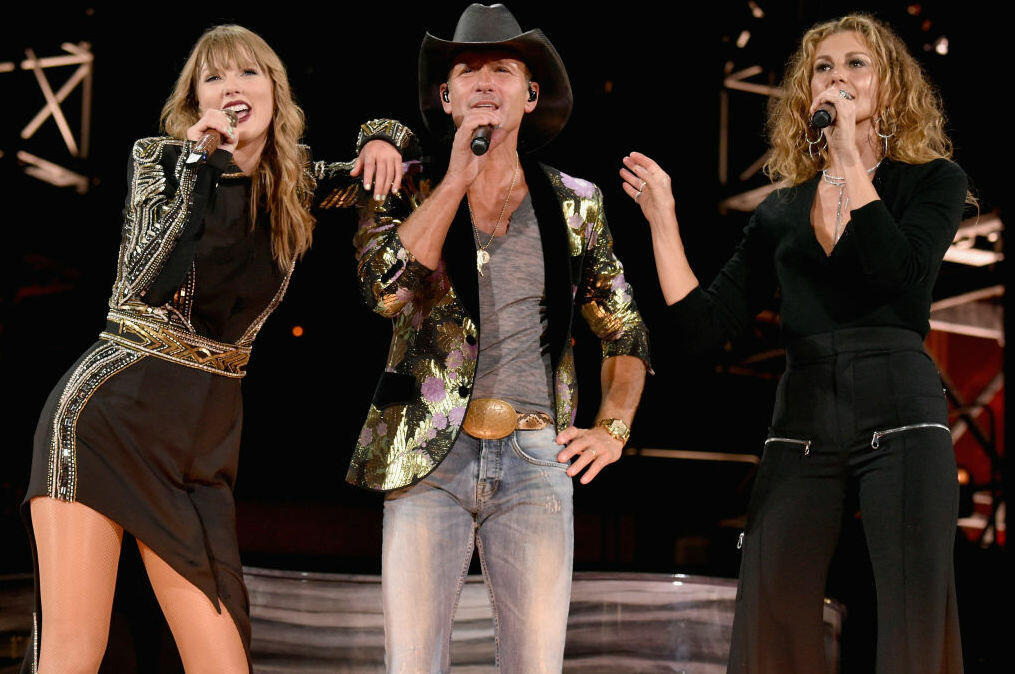 Taylor Swift Brings Out Tim Mcgraw And Faith Hill During Nashville