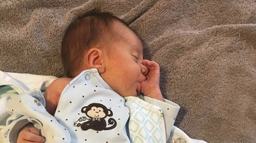 Bobby Bones - Lunchbox Mad About Baby Box's Pictures Going Viral