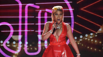 Lizette Love - WHOOPS! Nicki Minaj's Whole Chest Fell Out During Live Performance!