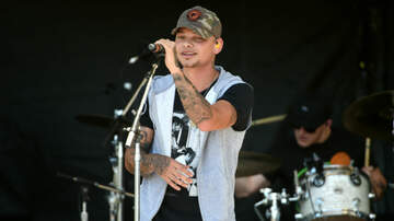 Carletta Blake - WATCH: Kane Brown Having Two Kids Sing On Stage With Him Is The Cutest