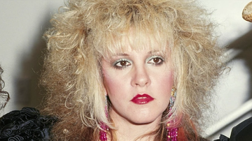 iHeartRadio Music Festival - How to Recreate Stevie Nicks' Iconic Late '80s Makeup (VIDEO)