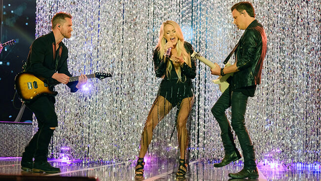 Carrie Underwood S Sunday Night Football Opening Is Game On