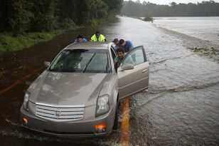 Waccamaw River expected to rise 12ft, could breach dikes