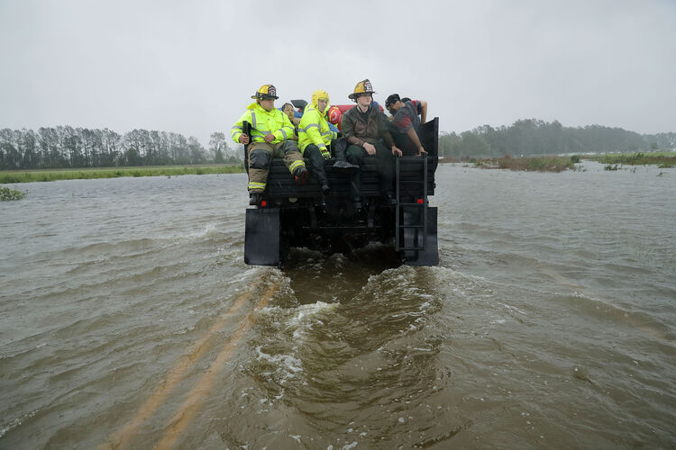 Rescue workers help with Hurricane Florence Relief. Photo: Getty Images