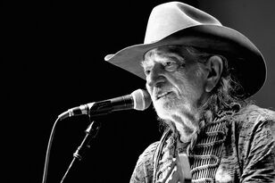 Willie Nelson and Family are coming to Mobile