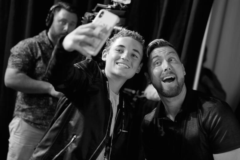 Ryan McKenna Selfie Kid, Lance Bass
