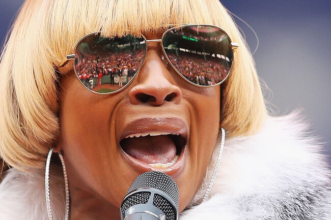 Toronto Blue Jays v Boston Red Sox BOSTON, MA - OCTOBER 02: Mary J. Blige sings the national anthem during the pregame ceremony to honor the retirement of David Ortiz #34 of the Boston Red Sox before his last regular season home game at Fenway Park on October 2, 2016 in Boston, Massachusetts. (Photo by Maddie Meyer/Getty Images)