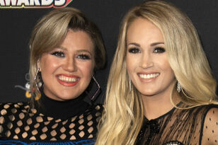Kelly Clarkson Tears Up While Praising Pregnant Carrie Underwood