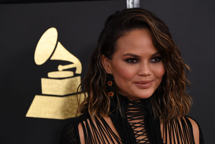 US-GRAMMY-SHOW-ARRIVALS-MUSIC Chrissy Teigen arrives for the 59th Grammy Awards on February 12, 2017, in Los Angeles, California. / AFP / Mark RALSTON (Photo credit should read MARK RALSTON/AFP/Getty Images)