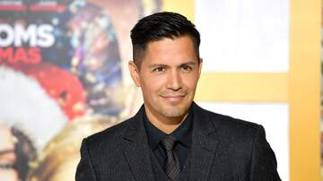 On With Mario - WATCH: Jay Hernandez Stops By To Talk Playing The Iconic 'Magnum P.I'!