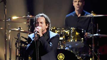 Ian - Pearl Jam & Jack White perform Rockin' in the Free World