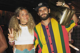 Thomas Rhett & Lauren Akins Get Decked Out for 90s-Themed Party