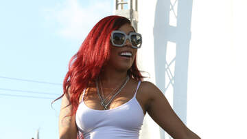 Cappuchino - K. Michelle Scares Girl On Porch Using Security Doorbell