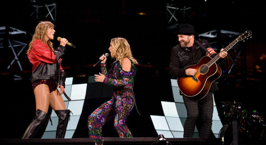Taylor Swift and Sugarland Perform 'Babe' Live For First Time