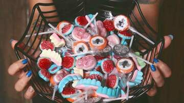 Melissa Sharpe - Halloween Candy-Shaming Rant Goes Viral