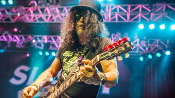 Concert Photos - Slash featuring Myles Kennedy and The Conspirators at The Fillmore