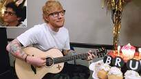Dino - Ed Sheeran Sings Happy B-Day to Bruno Mars, Surprises Nashville Crowd