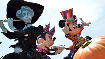 Sisanie - Get Your Hands On Disneyland's Spooky New Cotton Candy
