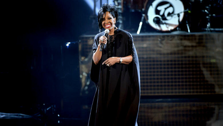 Gladys Knight, Ledisi & More Tribute Aretha Franklin During AMAs Finale