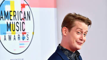 Raven - What Was Up With Macaulay Culkin's Bizarre Behavior At The AMAs?