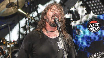 ALT Articles - Dave Grohl Donates Signed Gear To Help Kids and Teachers!