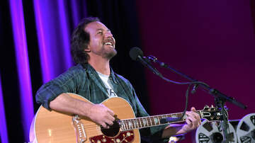 Rock News - Eddie Vedder Auctions Off Signed Guitar For Charity