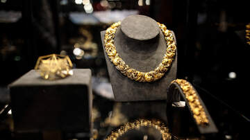 Local News - Faux Bling Clipped In Jewelry Heist