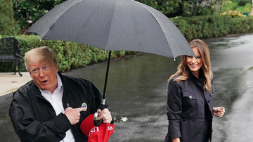 Qui West - Donald Trump Left His Wife Melania Out In The Rain While He Uses An Umbrell