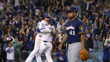 Sports News - Dodgers Defeat The Brewers, Even The Series At Two